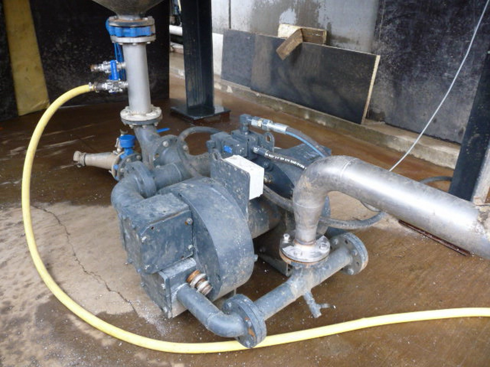 Pompe hydraulique à membranes