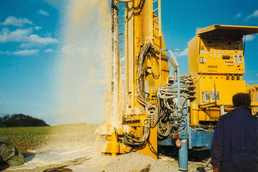 Machine en forage de puit d'eau. Vue de l'automate.