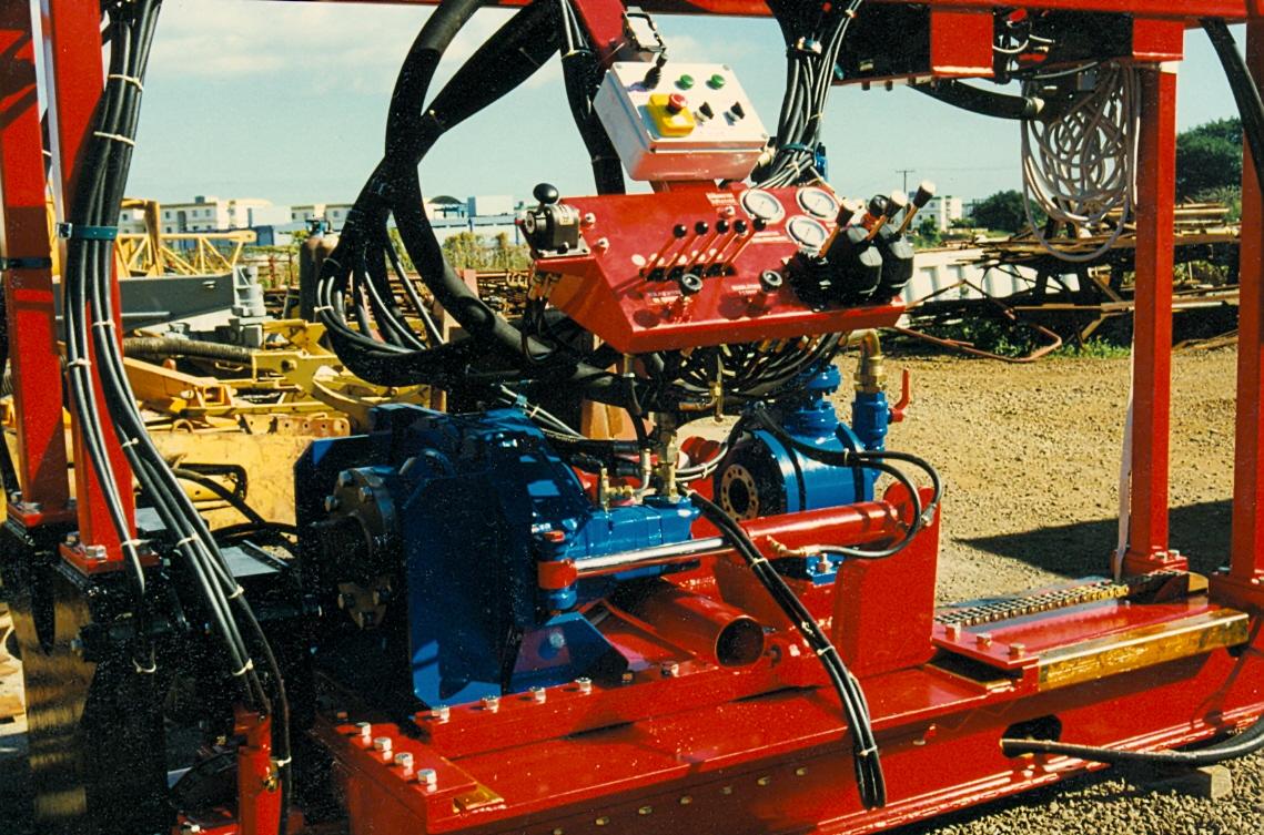 Machine avec tête double et rampe de commande