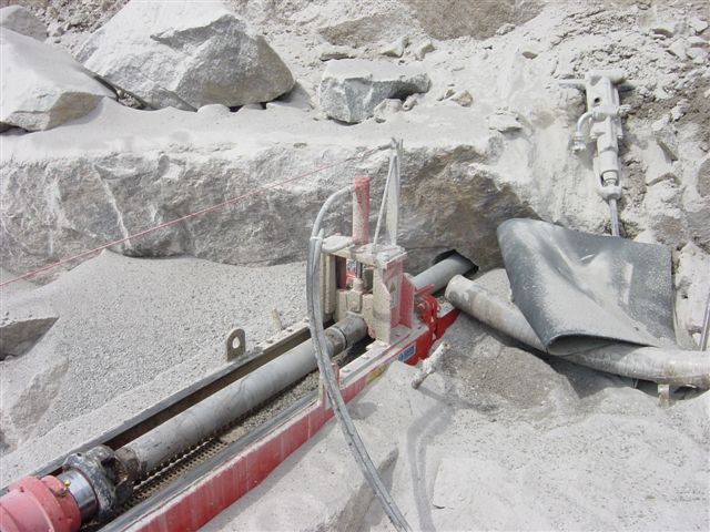 Machine de forage type HB7 en cours de forage