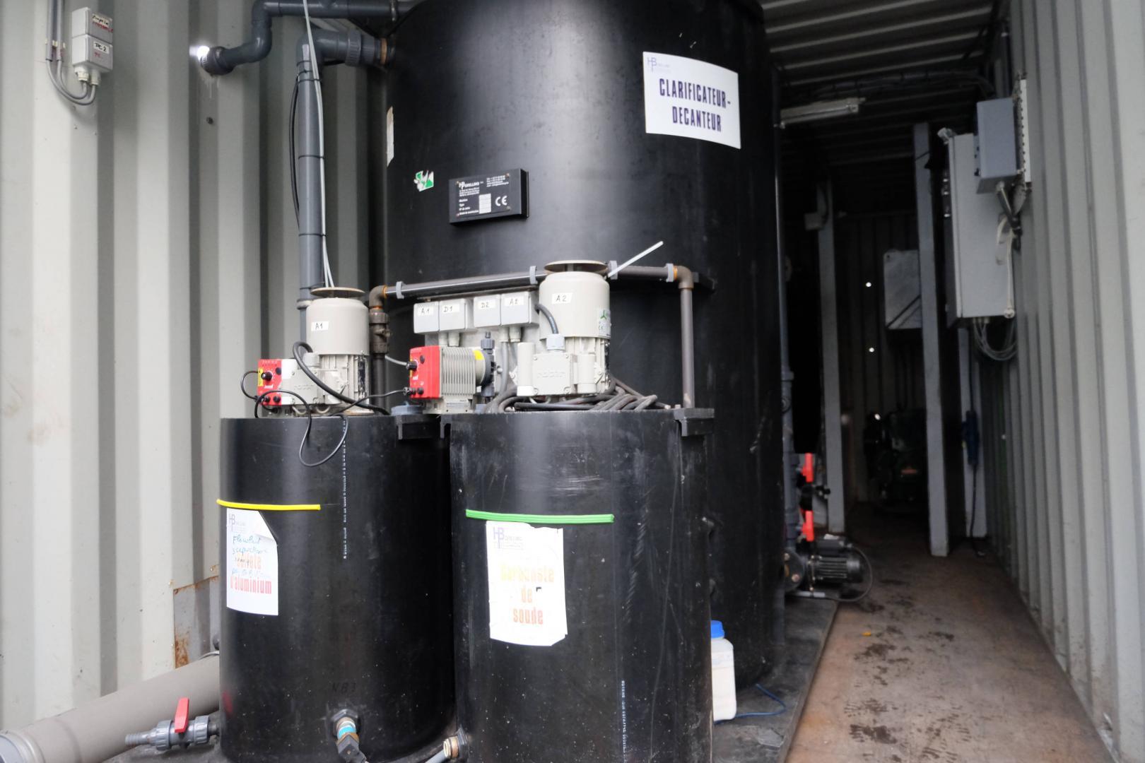 Container de potabilisation - clarificateur avec préparation de floculant et coagulant pour la précipitation des matières en suspension