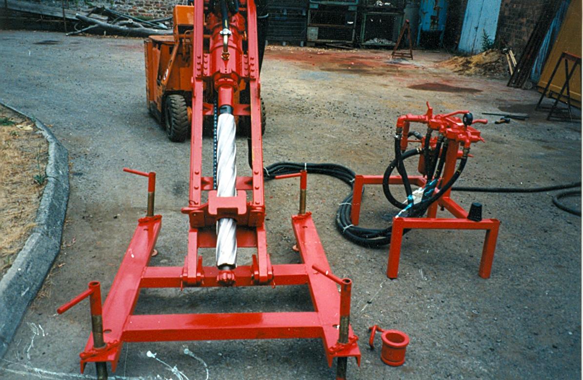 Machine sur son support pour les différents inclinaisons et réglages