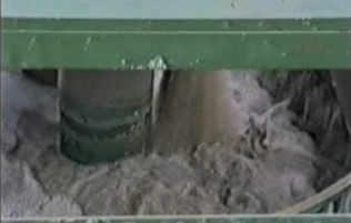 Traitement des eaux d'une carrière de calcaire -  entrée des eaux chargées dans le clarificateur