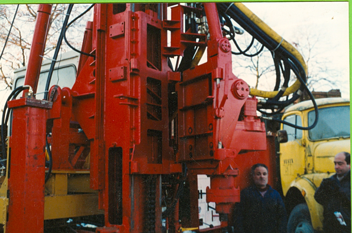 Hydraulic excavator-mounted water well machine